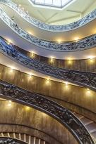 Escalera de Bramante desde la mitad