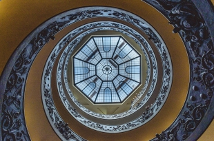 Escalera de Bramante desde abajo
